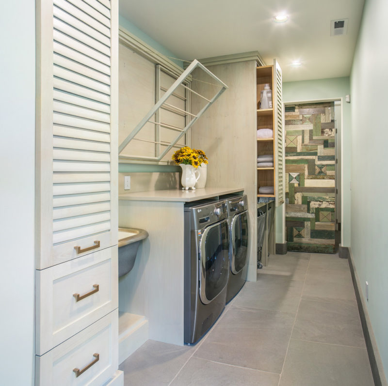 Pull out clothes drying rack in laundry room