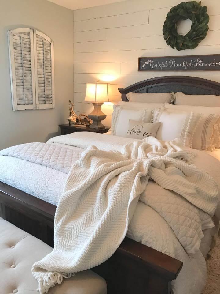Cozy Colonial Farmhouse Bedroom Design Ideas