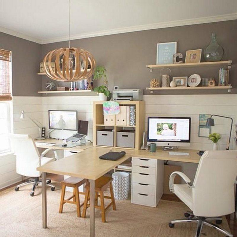 The T Desk